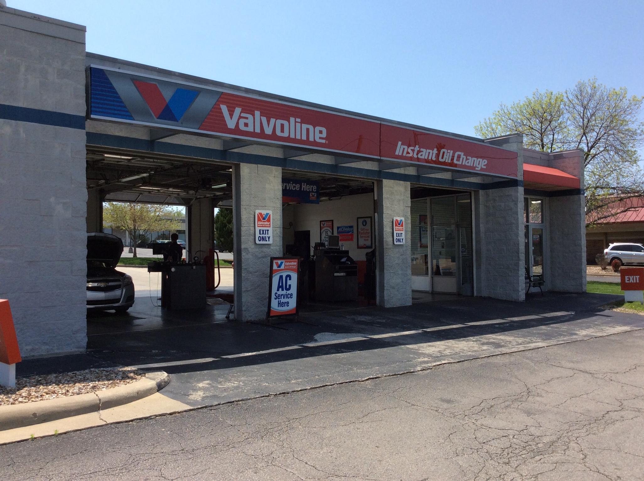 Dec 05,  · *Based on a survey of over , Valvoline Instant Oil Change SM customers annually.