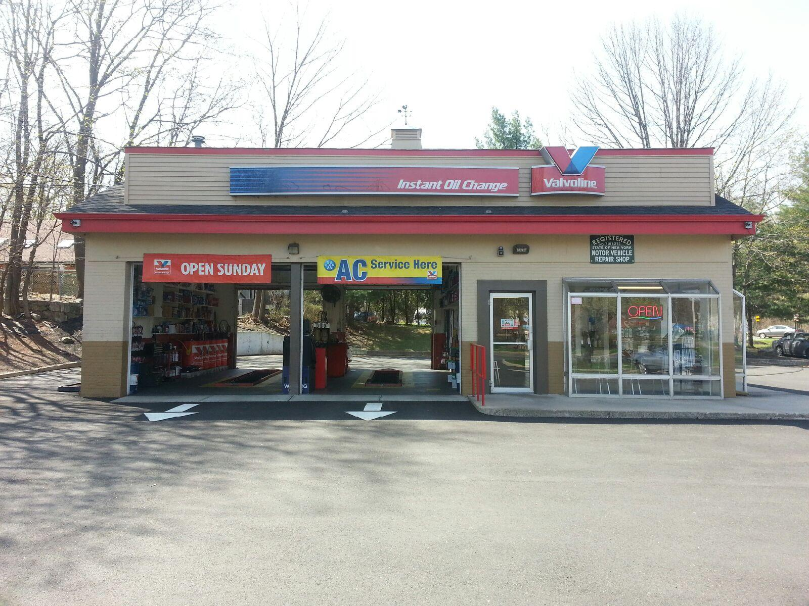 Valvoline Instant Oil Change We let you stay in the car, so you can see the job done right — right before your eyes. Here are three more good reasons to choose Valvoline Instant Oil Change.